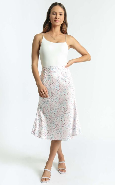 Riya Skirt in White Floral