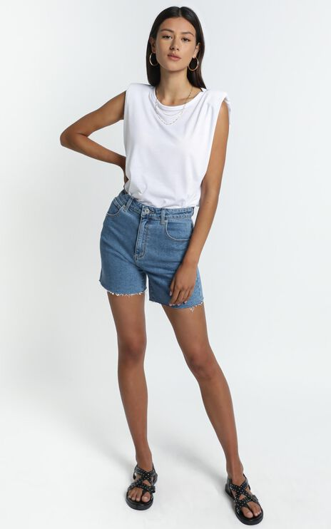 Abrand - Claudia Cut Off Denim Shorts in Georgia