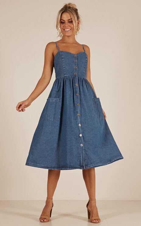 June Bug Dress In Medium Wash
