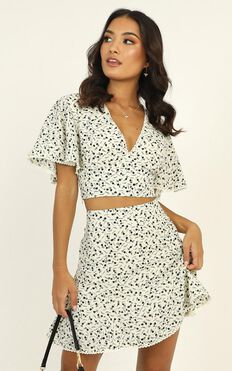 Cool Concept Two Piece Set In White Floral