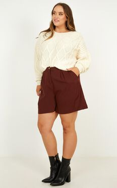 Trip To Bermuda Shorts In Chocolate Linen Look