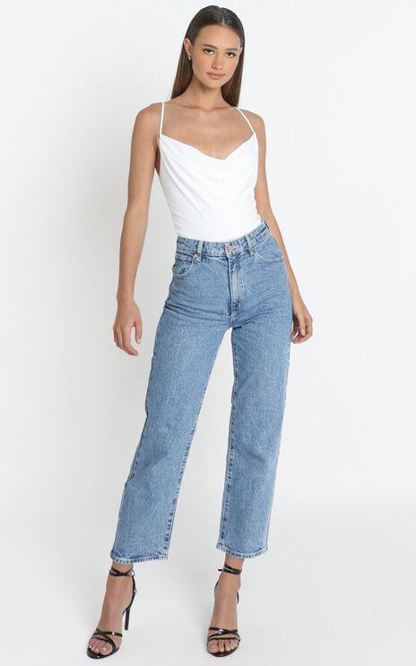 Abrand - A Venice Straight Jeans in Stephanie