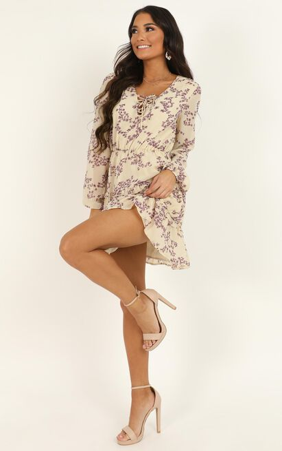 She Makes Me Wait in white floral - 20 (XXXXL), White, hi-res image number null