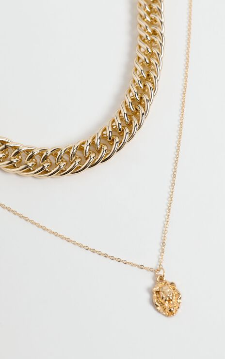 Cleva Necklace in Gold