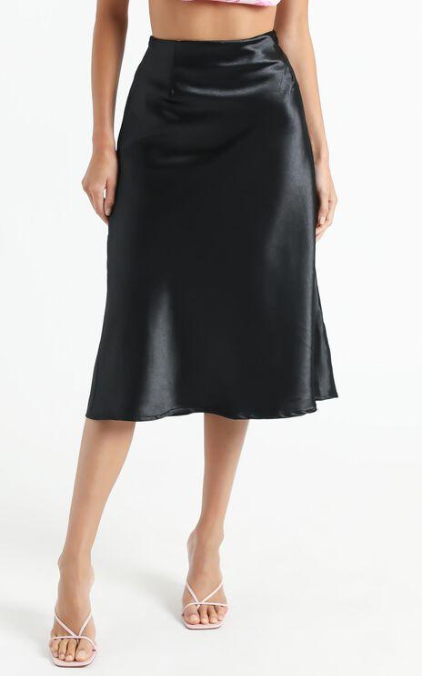 Creating Art Skirt in Black