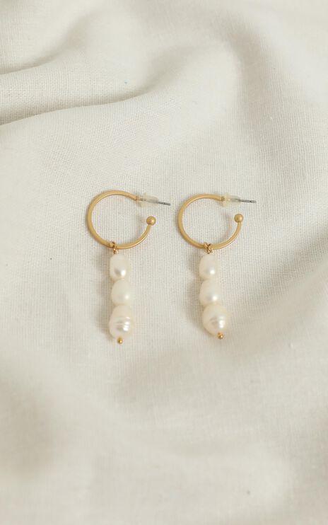 Wild Fire Earrings In Pearl