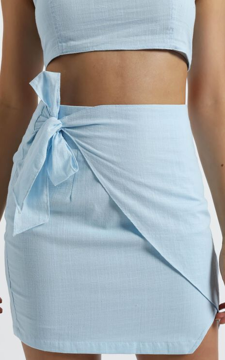 Keep On Turning Two Piece Set In Powder Blue Linen Look