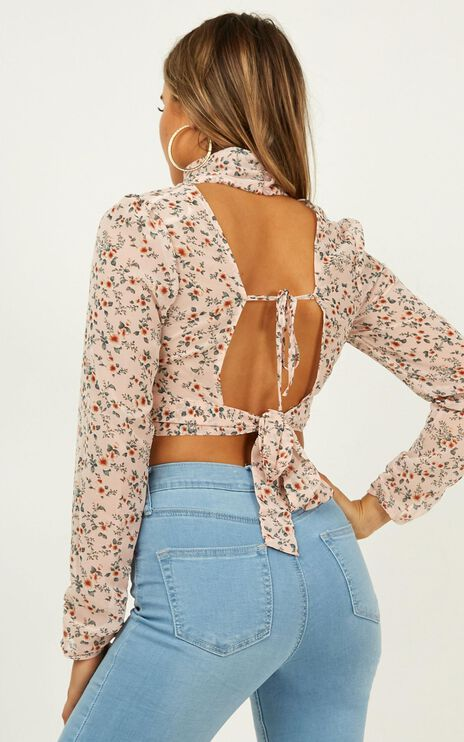 Love Me Less Top In Blush Floral