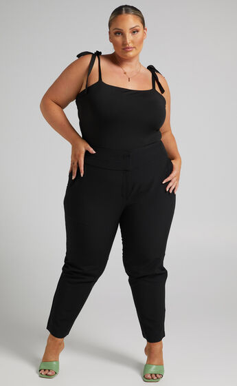 Damika Cropped Pin Tuck Pants in Black