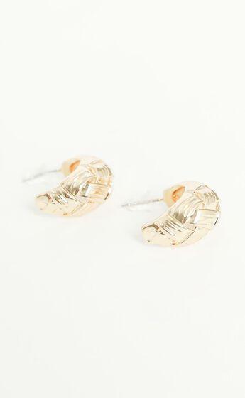 Kita Hoop Earrings in Gold