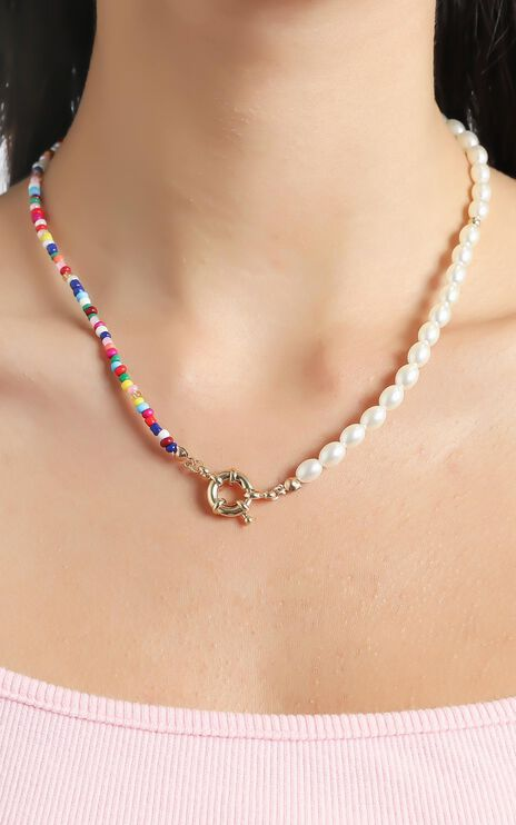Beaded Necklace with Pearls in Multi
