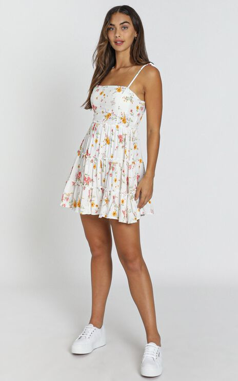 Runway Ready Dress In White Floral