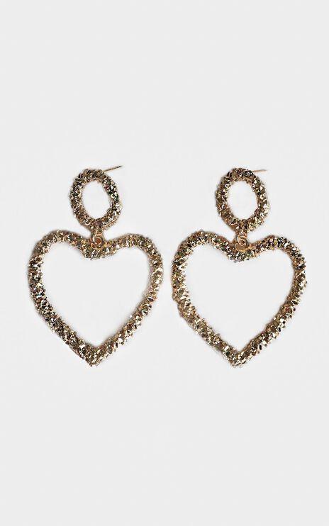 Distant Romance Heart Earrings In Gold
