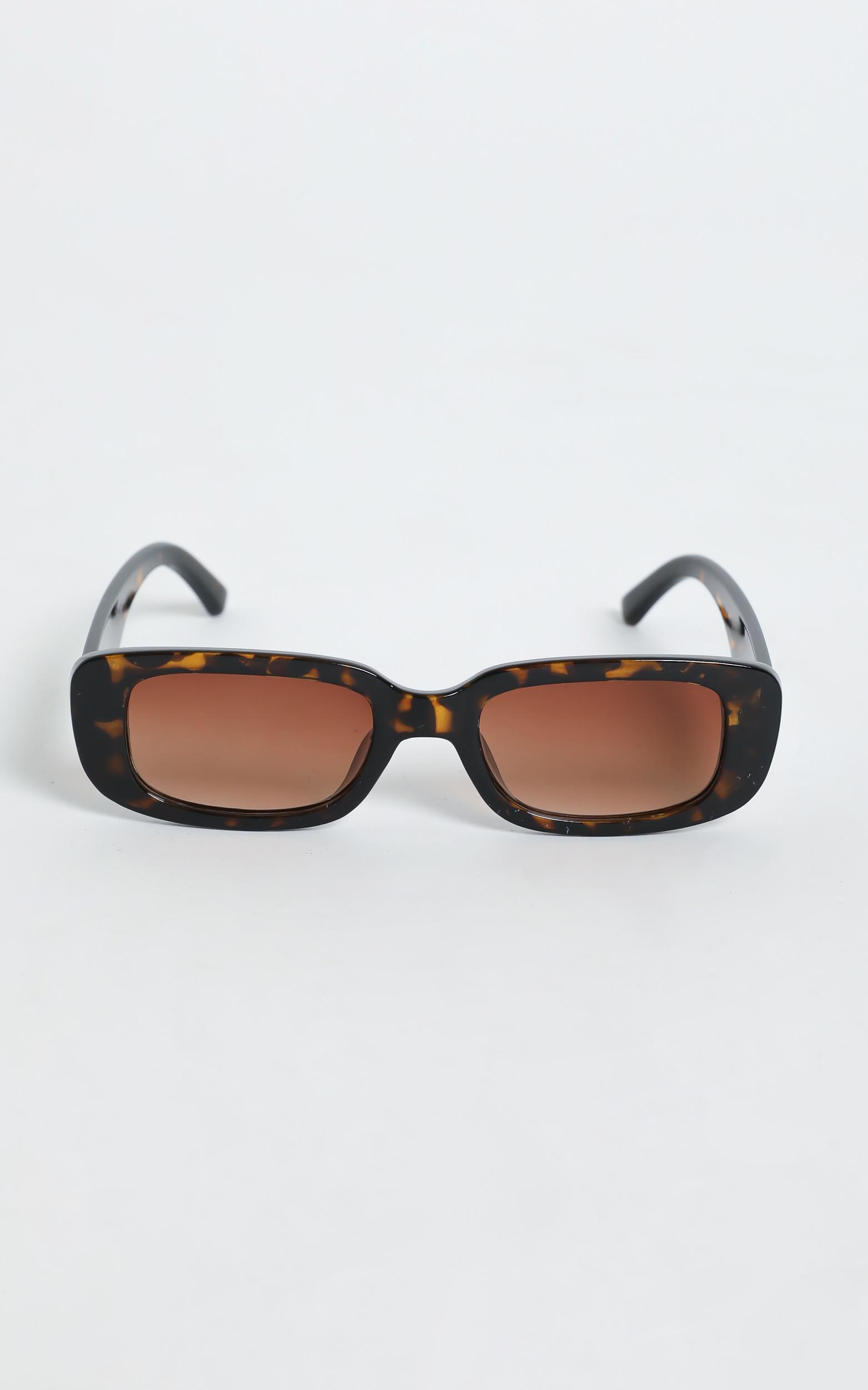 Bianka Sunglasses in Tort, BRN1, hi-res image number null