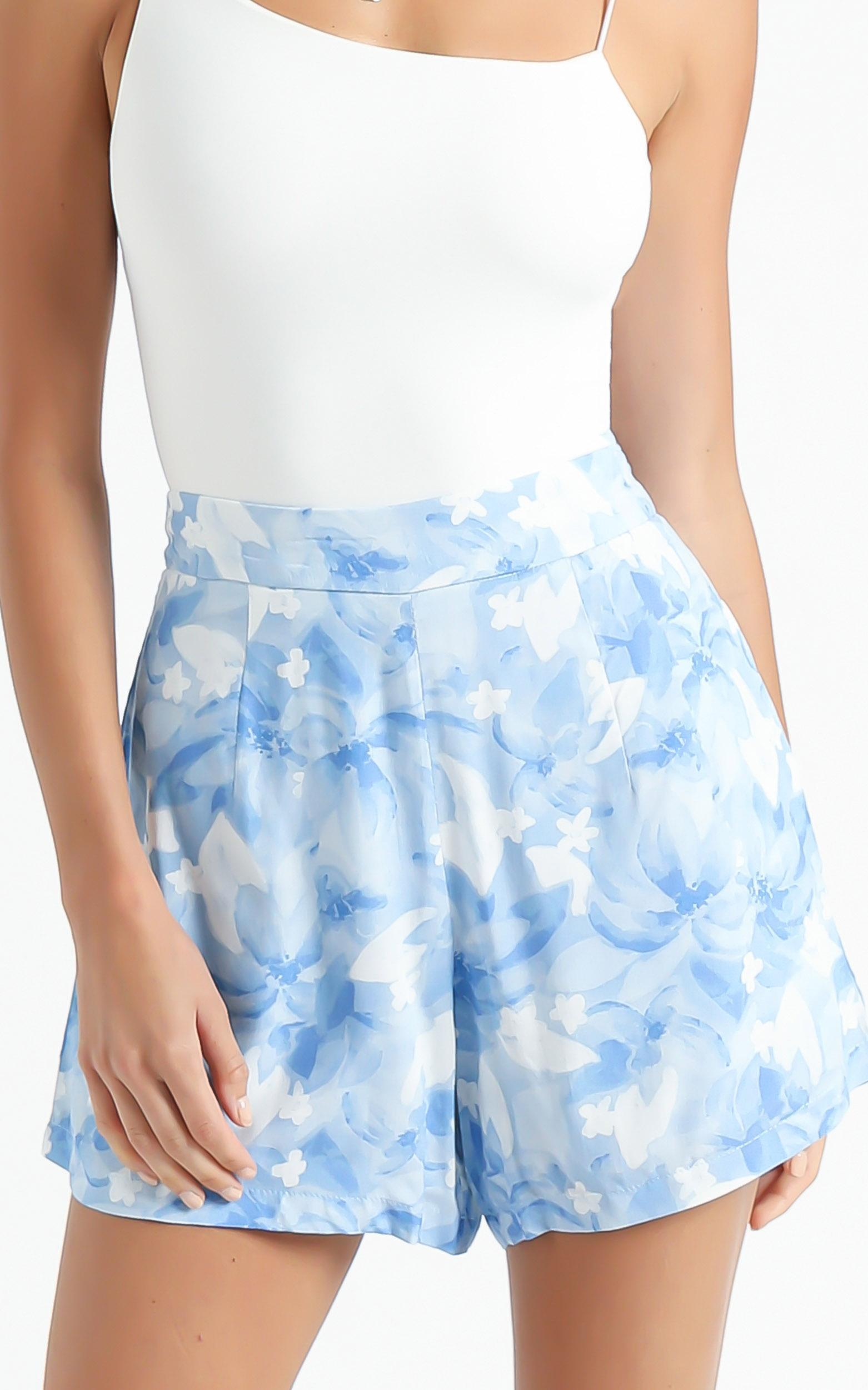 Aloe Shorts in Cloudy Floral - 6 (XS), Blue, hi-res image number null