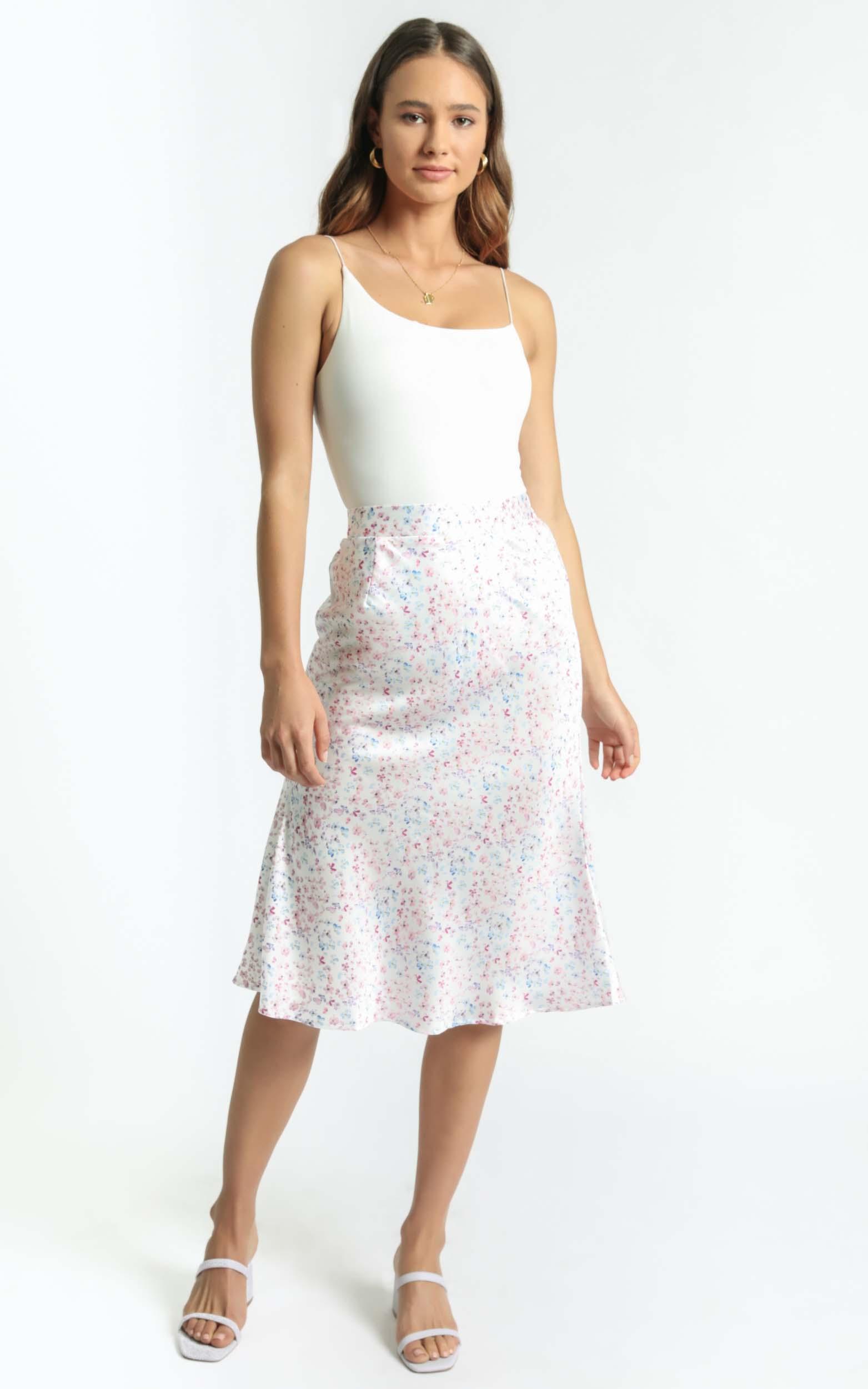 Riya Skirt in White Floral - 6 (XS), White, hi-res image number null