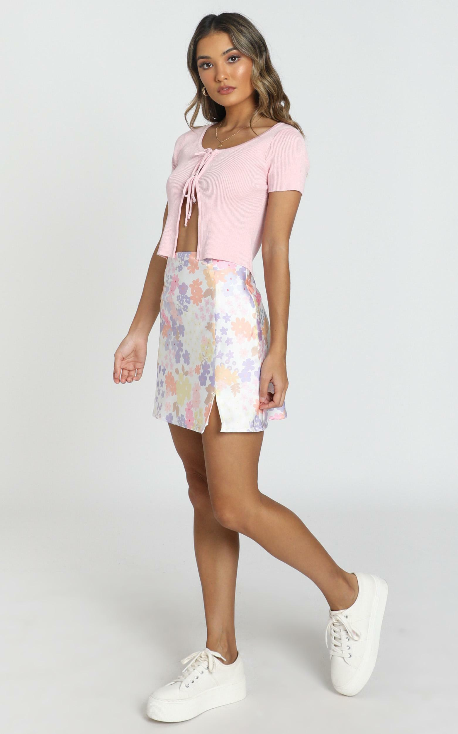 Stand In Line Skirt In white floral - 4 (XXS), White, hi-res image number null