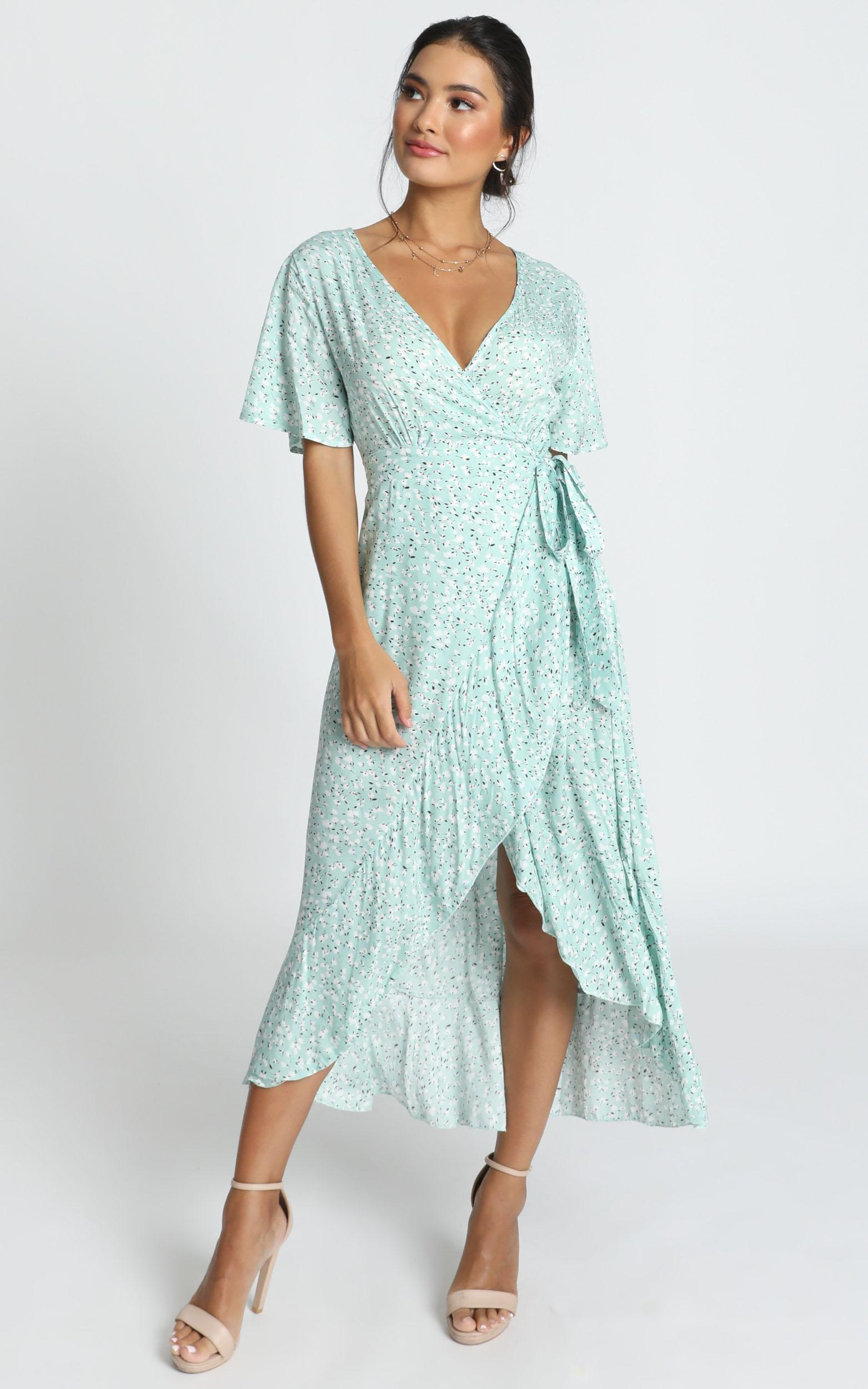 Enid Wrap Midi Dress in blue print - 14 (XL), Blue, hi-res image number null