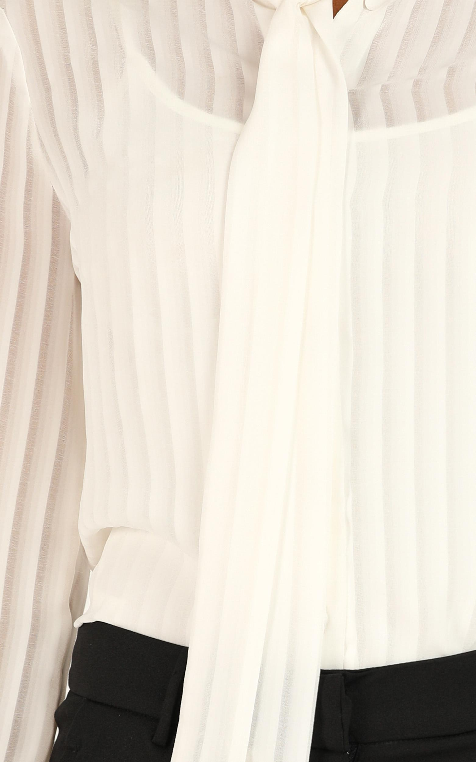 Well Noted Top In white - 18 (XXXL), White, hi-res image number null