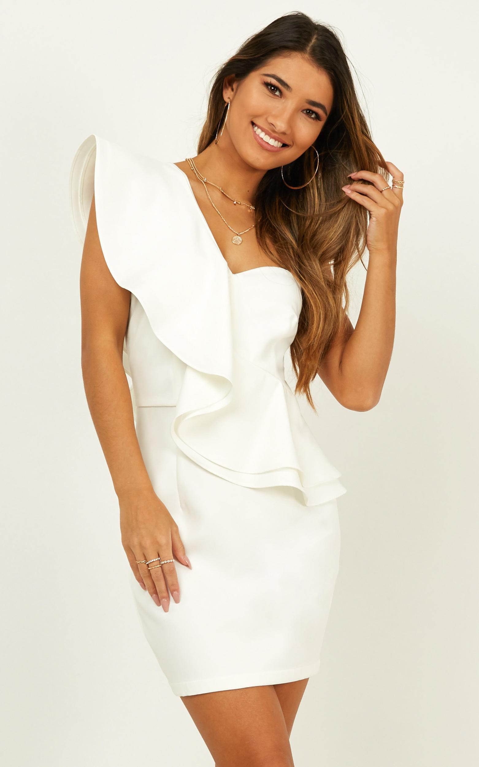 Model on Holiday Dress in white - 20 (XXXXL), White, hi-res image number null
