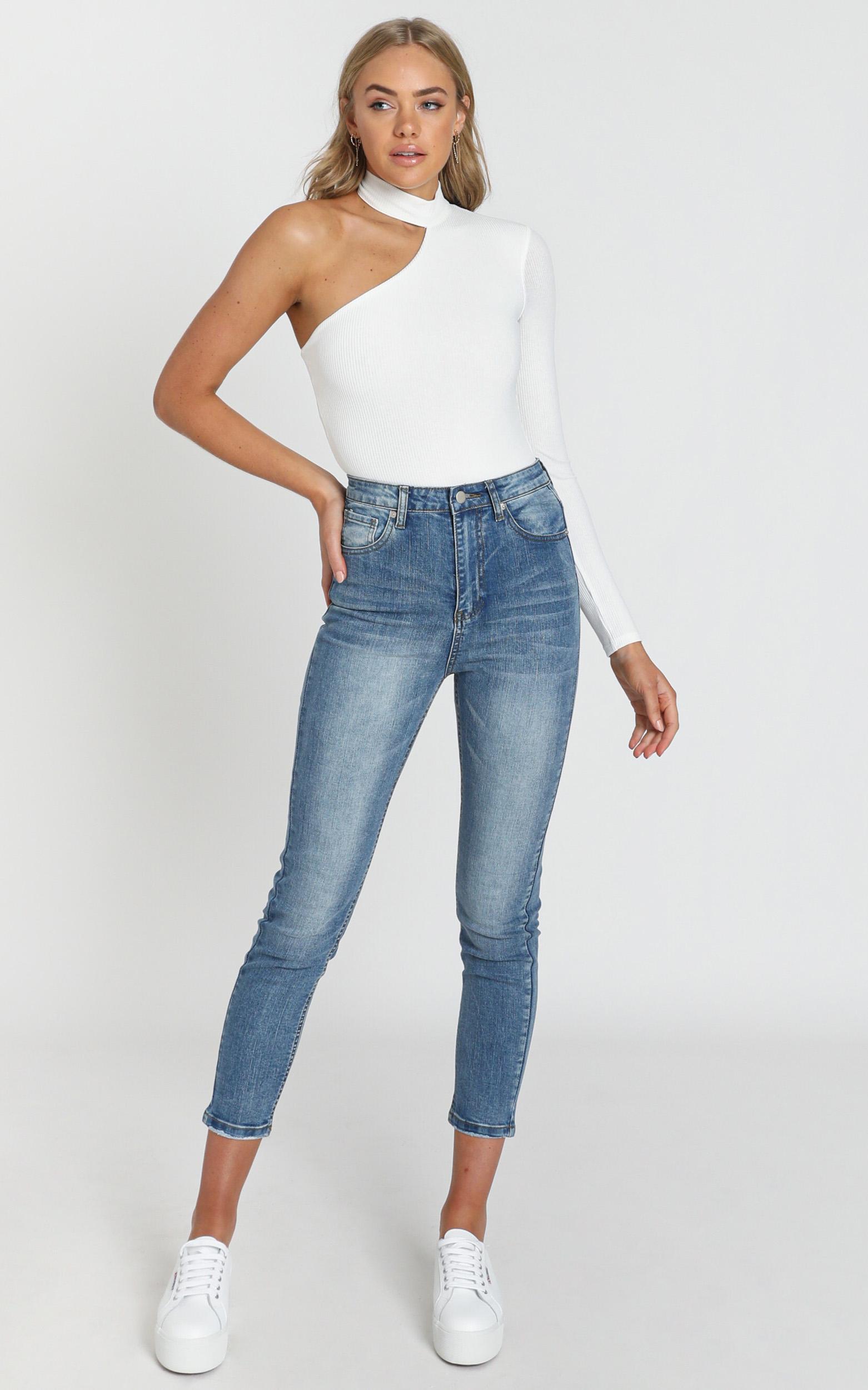 Caitlin Skinny Jeans In Mid Blue Denim - 14 (XL), Blue, hi-res image number null
