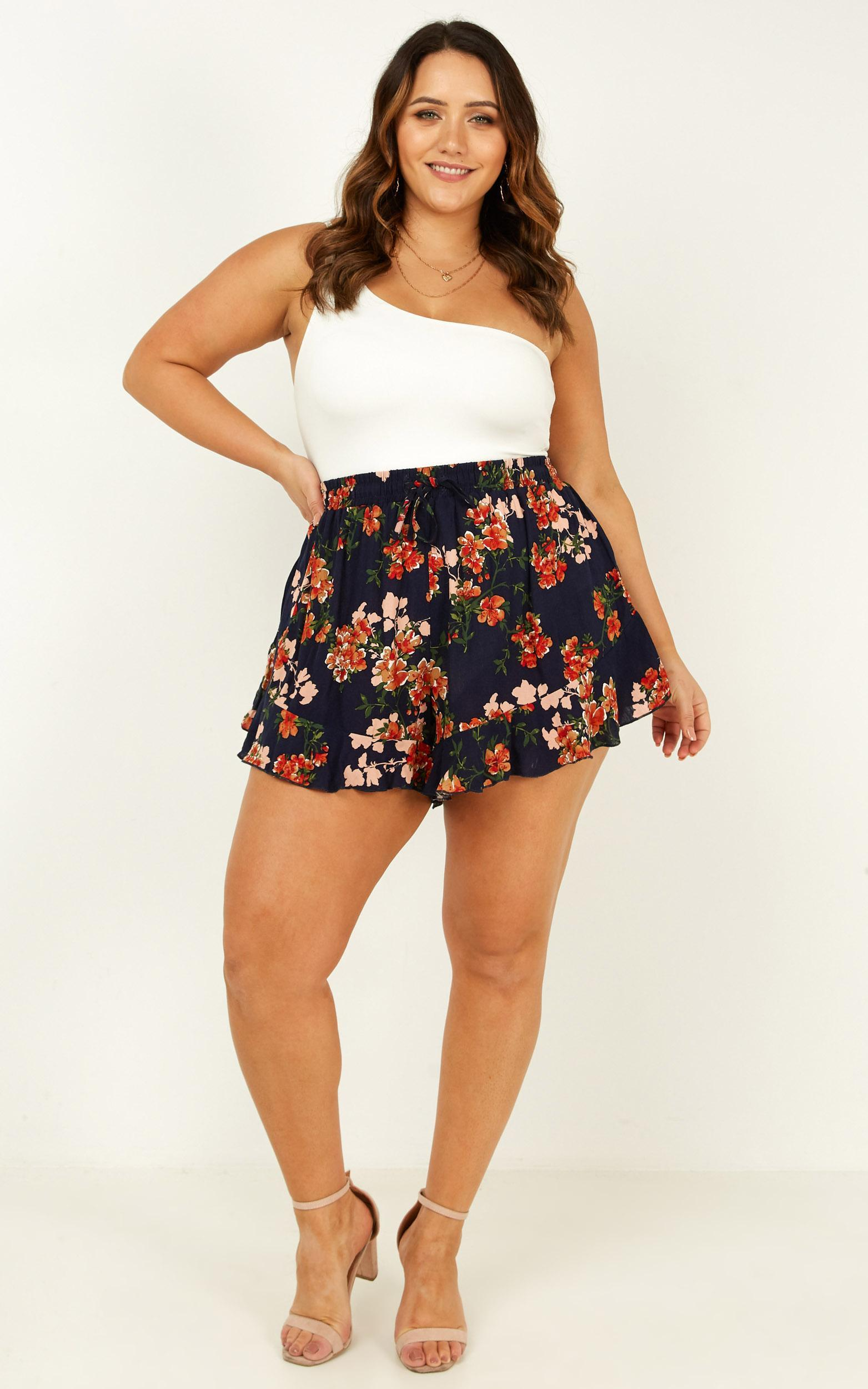 Holidaying Shorts in navy floral - 12 (L), Navy, hi-res image number null