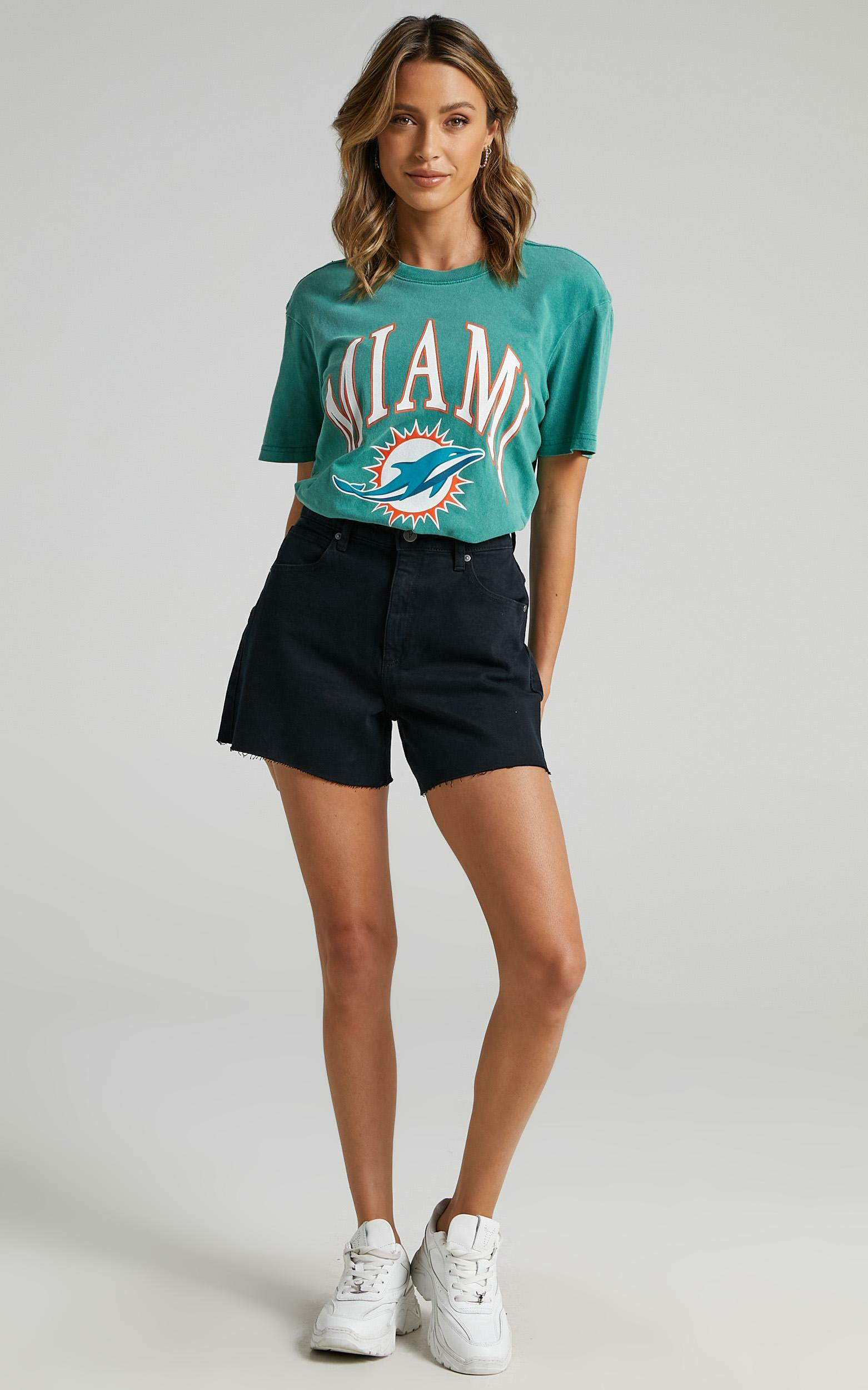 Abrand - A Venice Denim Short in Dead Of Night - 06, BLK1, hi-res image number null