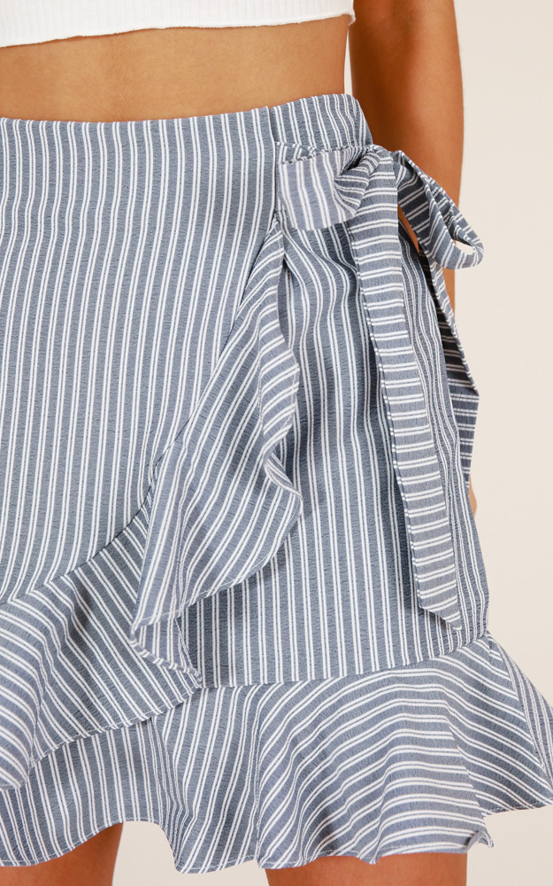 Come Closer skirt in grey stripe - 14 (XL), Grey, hi-res image number null