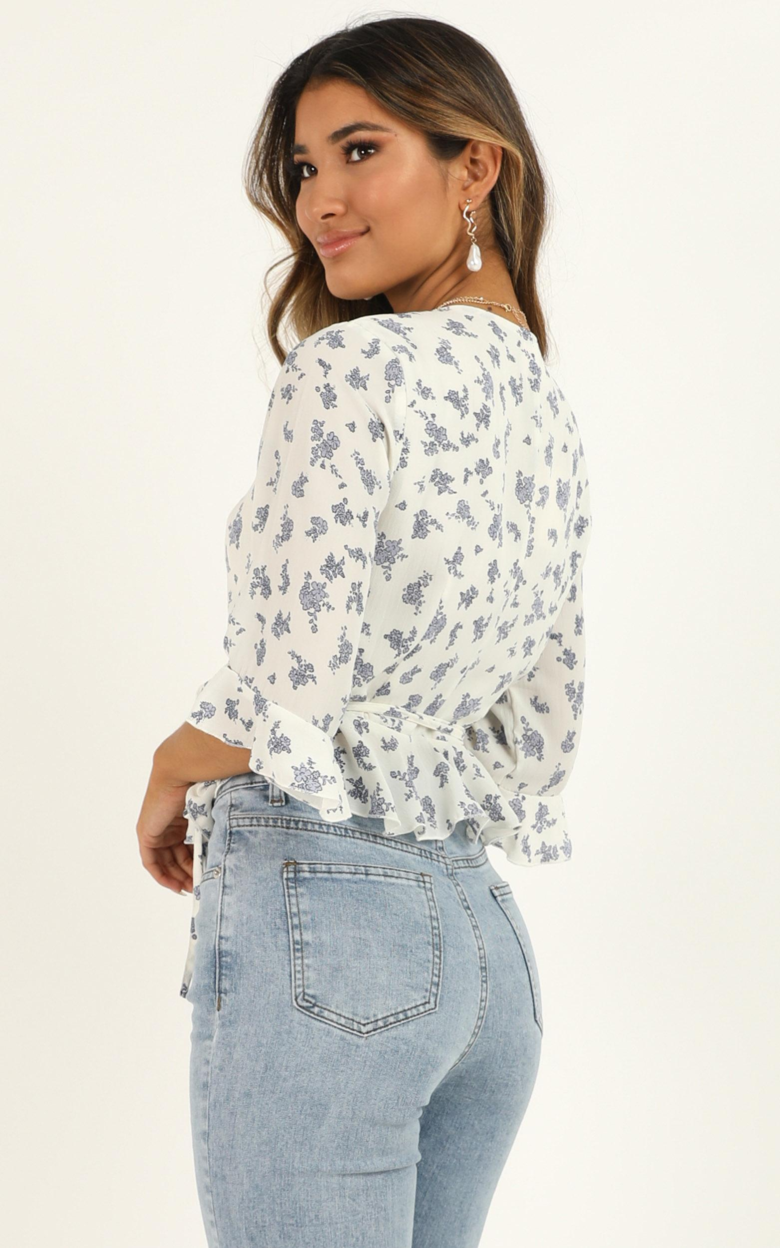 Not So Quick Top in white floral - 4 (XXS), White, hi-res image number null