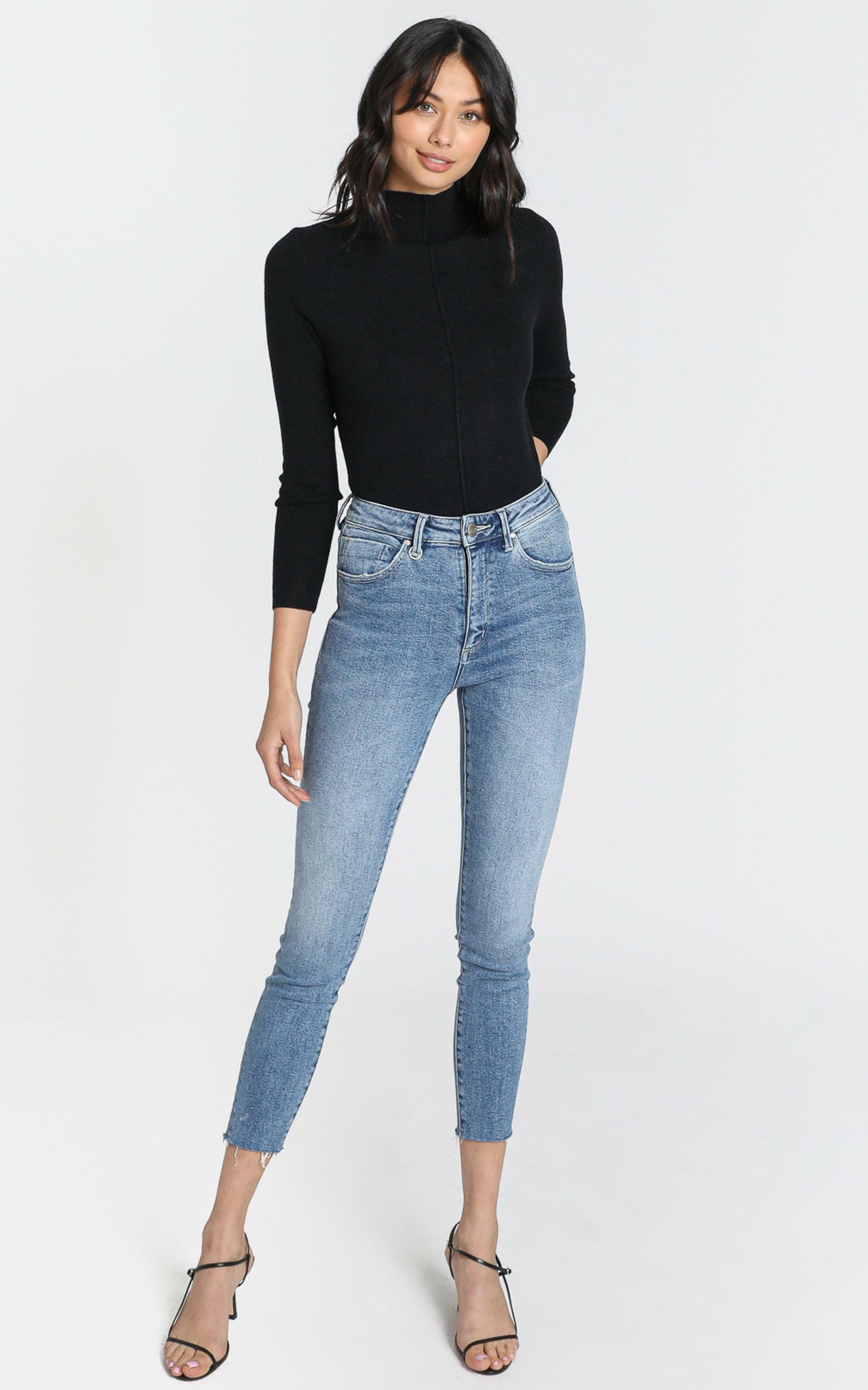Neuw - Marilyn Skinny Jeans in Broken Blue - 24, Blue, hi-res image number null
