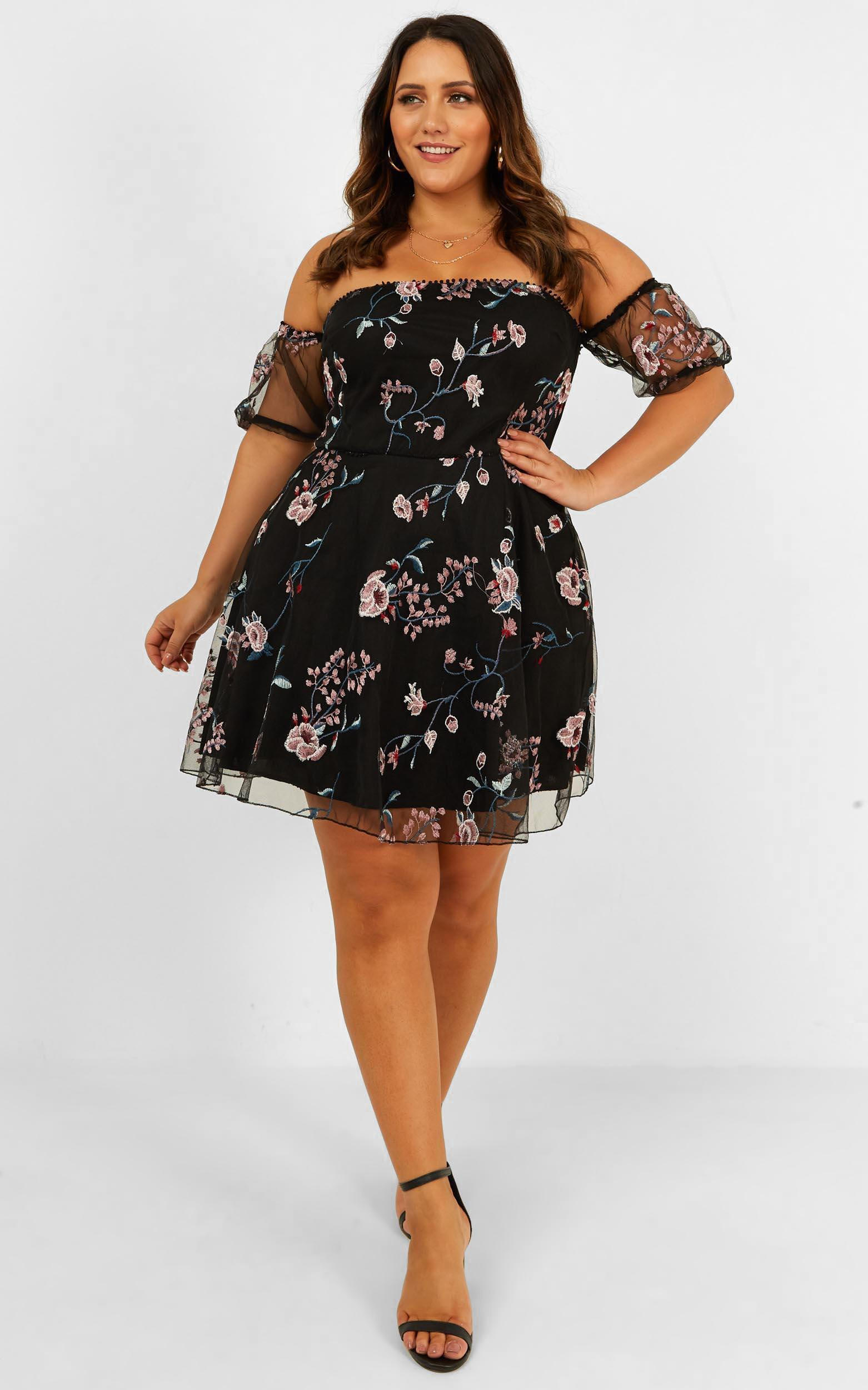 Chic Honey Dress In Black Embroidery - 20 (XXXXL), Black, hi-res image number null