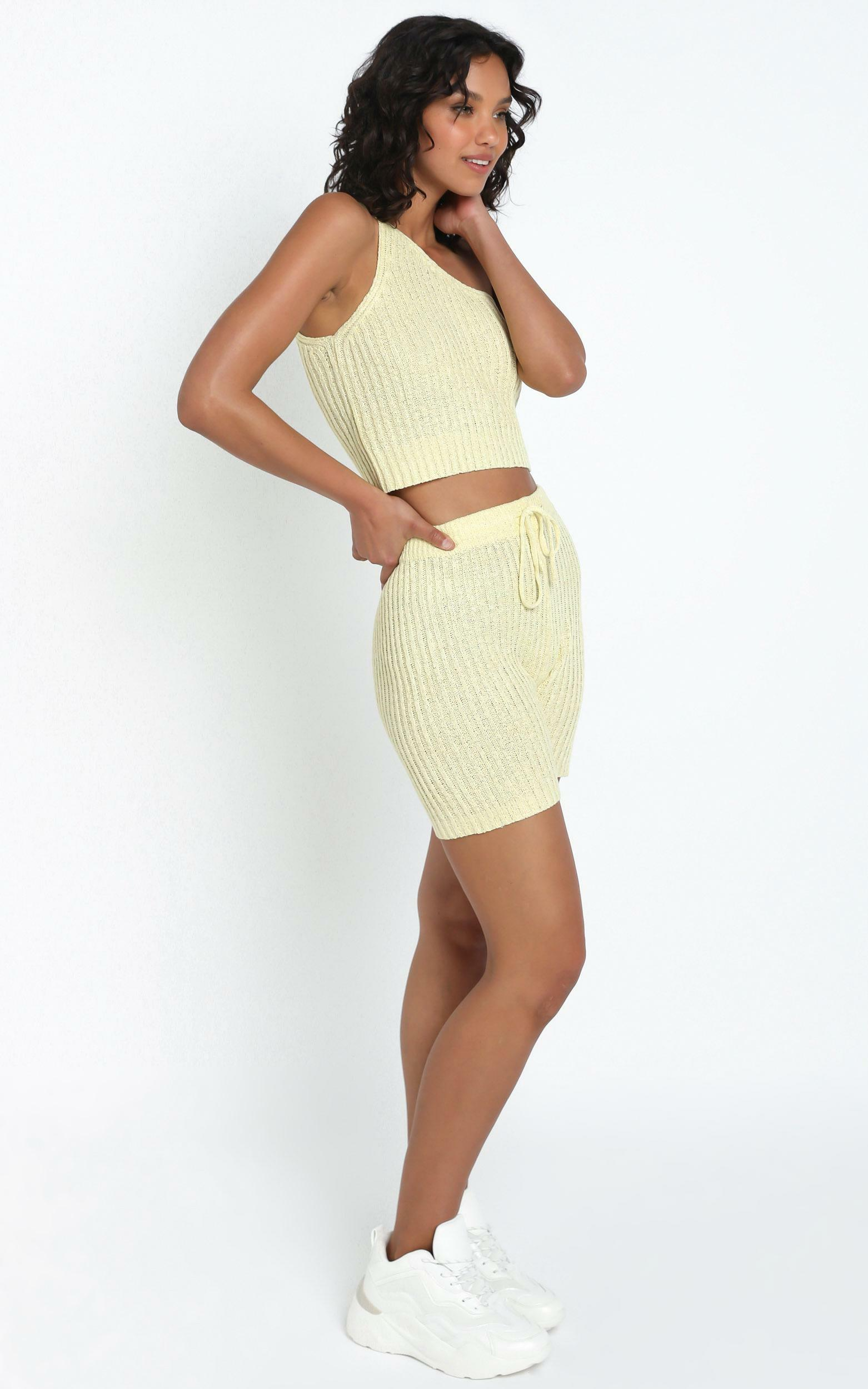 Kerry Knit Shorts in Yellow - L, Yellow, hi-res image number null