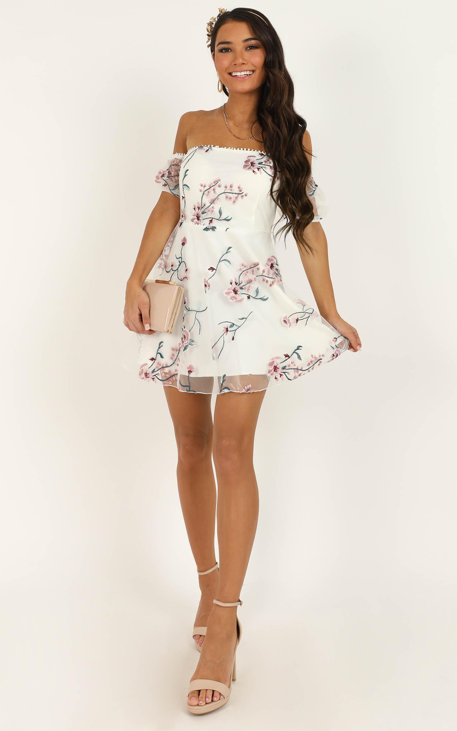 Chic Honey Dress In white embroidery - 20 (XXXXL), White, hi-res image number null