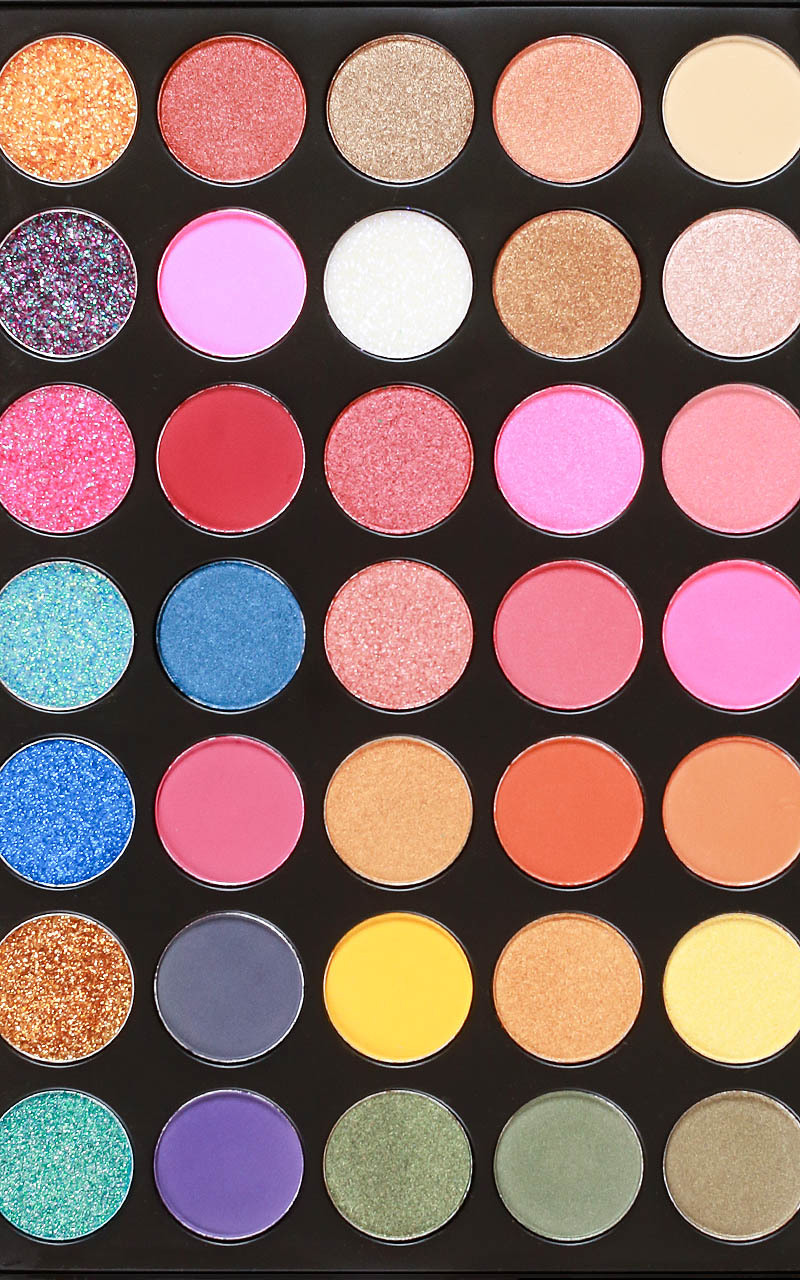 Essential eyeshadow palette in glittering blossom, , hi-res image number null