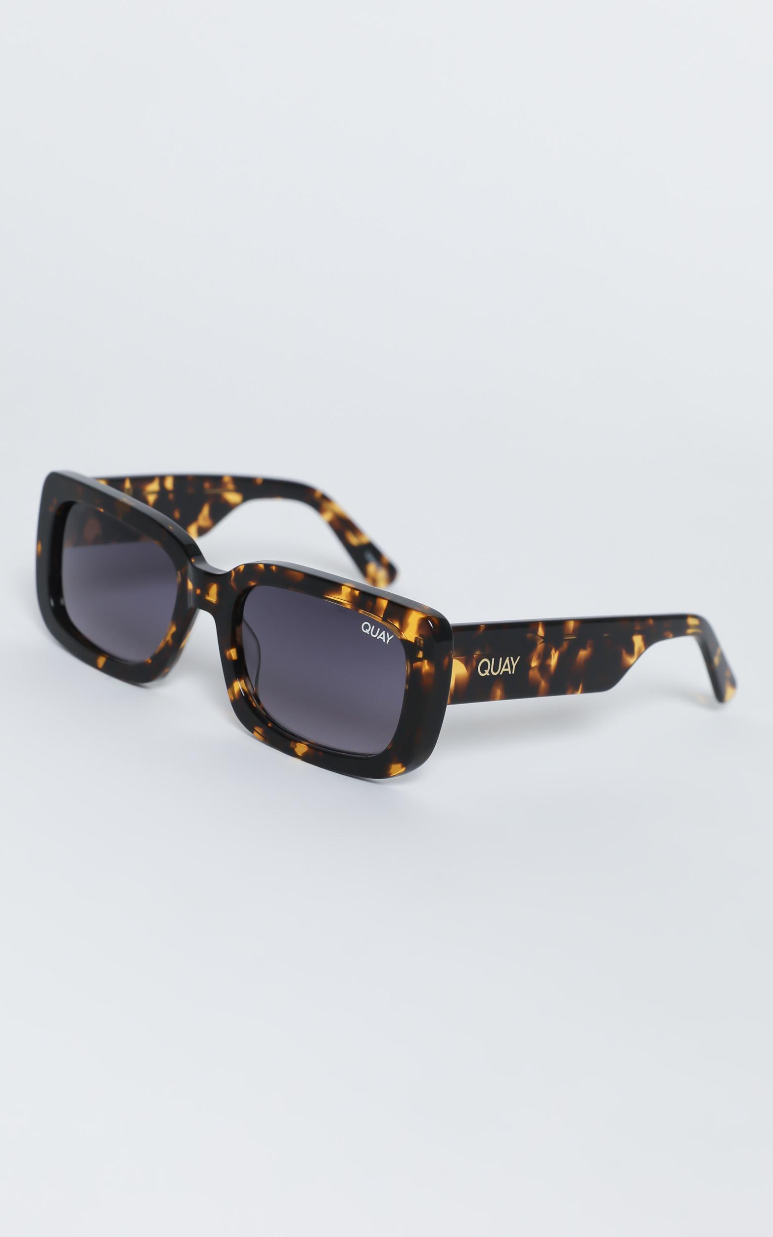 Quay - Yada Yada Sunglasses in Tort / Smoke, , hi-res image number null