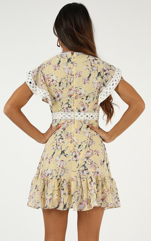 Embrace dress in lemon floral - 20 (XXXXL), Yellow, hi-res image number null