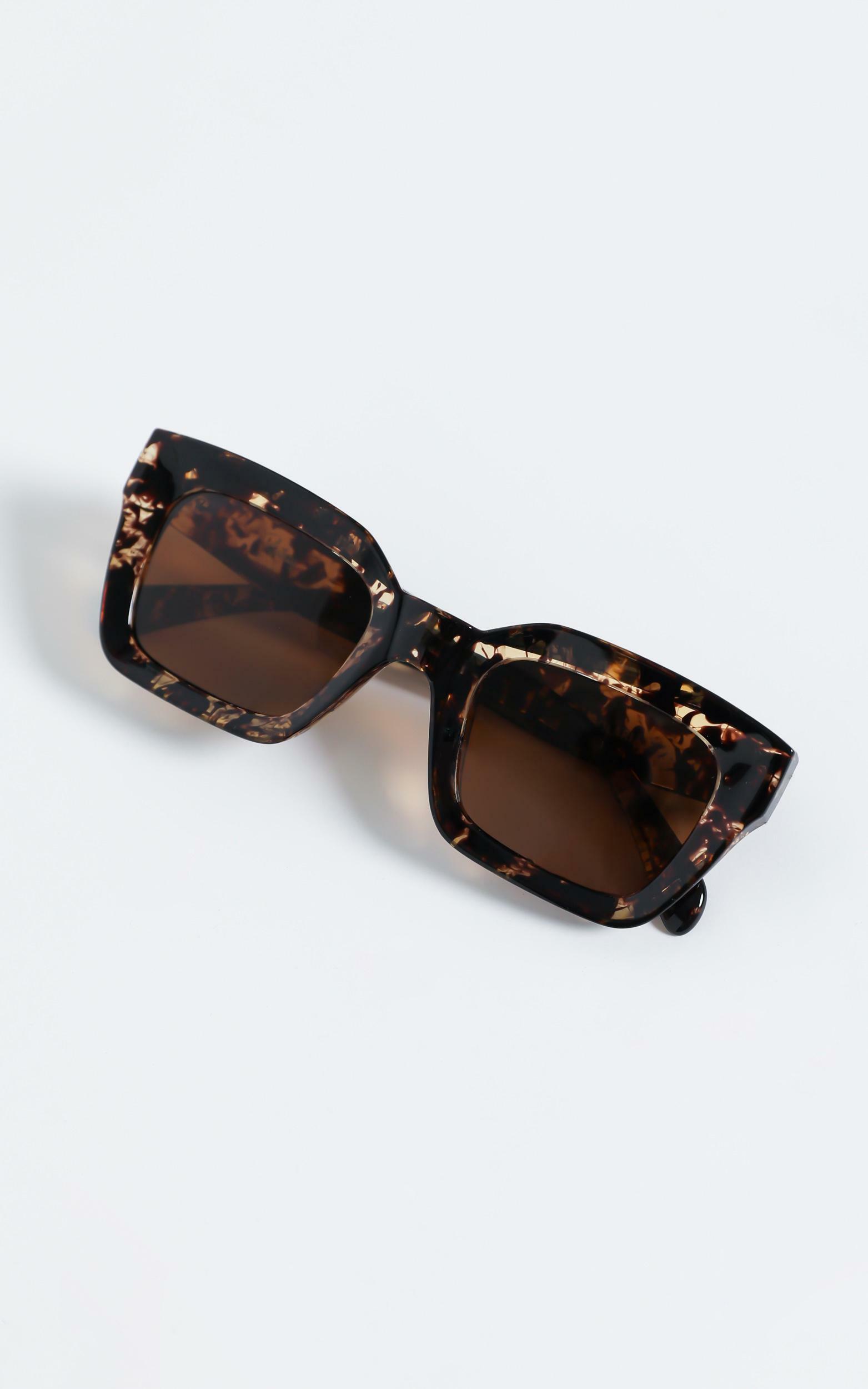 Reality Eyewear - Onassis Sunglasses in Turtle, BRN2, hi-res image number null