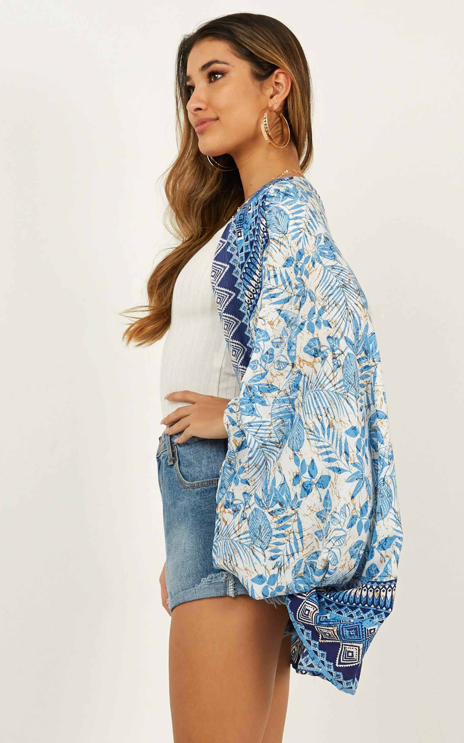 Swing Of Things kimono in blue print - 12 (L), Blue, hi-res image number null