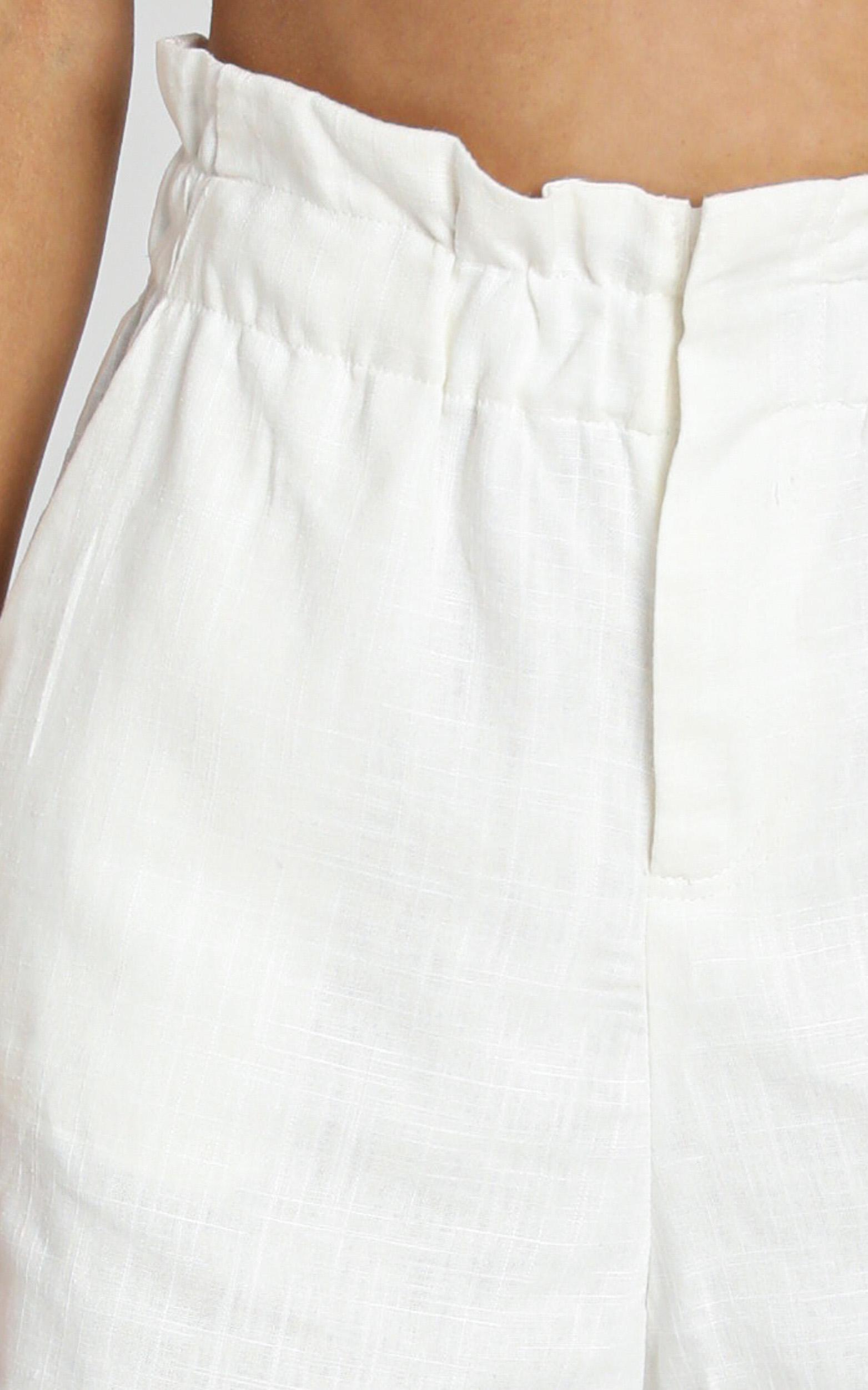 To Be Or Not short in white linen look - 20 (XXXXL), White, hi-res image number null