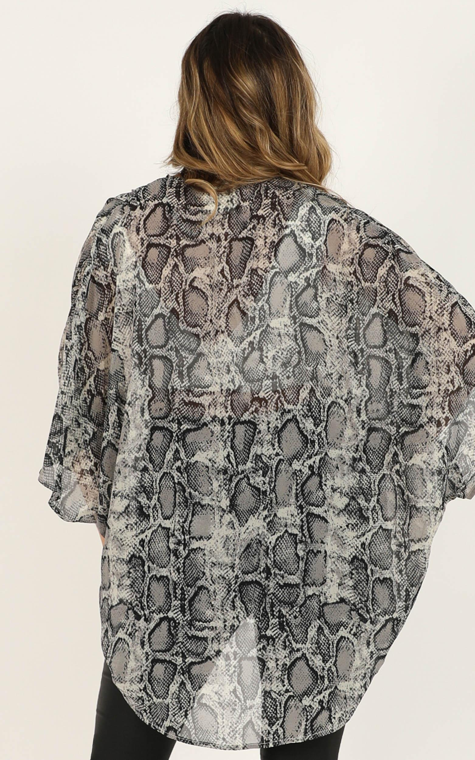 Hold It Tight kimono in snake print - 12 (L), Grey, hi-res image number null