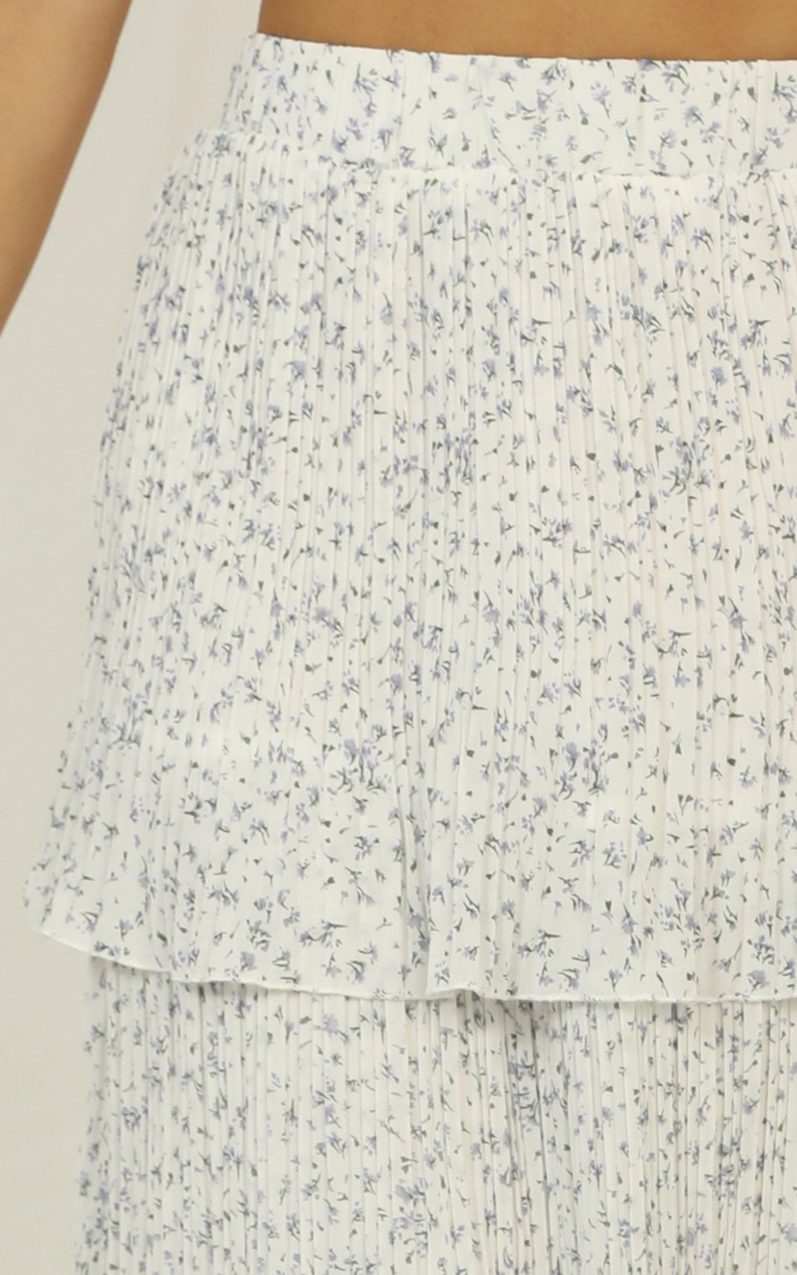 Tender Touch skirt in white floral - 14 (XL), White, hi-res image number null