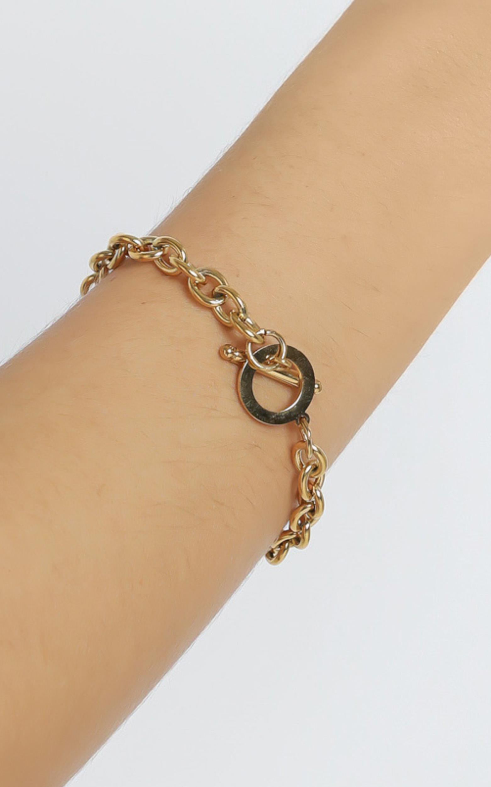 Sazan Bracelet in Gold, , hi-res image number null