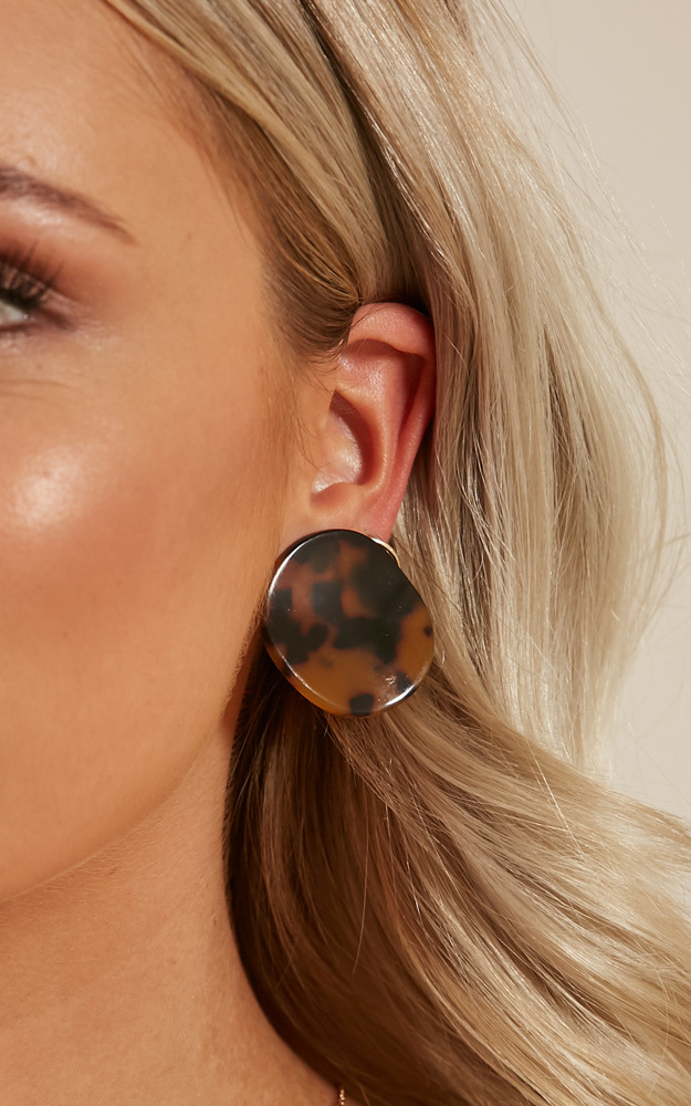 Stay Low stud earrings in tortoiseshell, , hi-res image number null