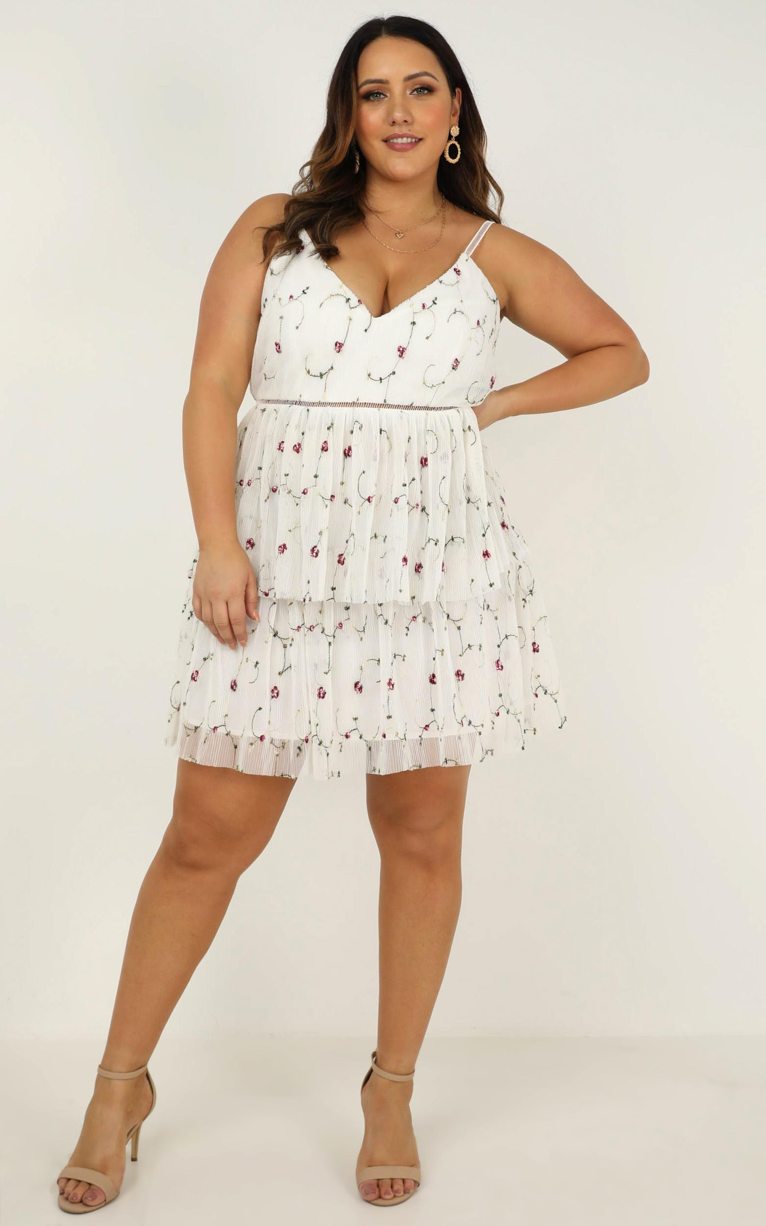 Sugar plum dress in white embroidery- 20 (XXXXL), White, hi-res image number null