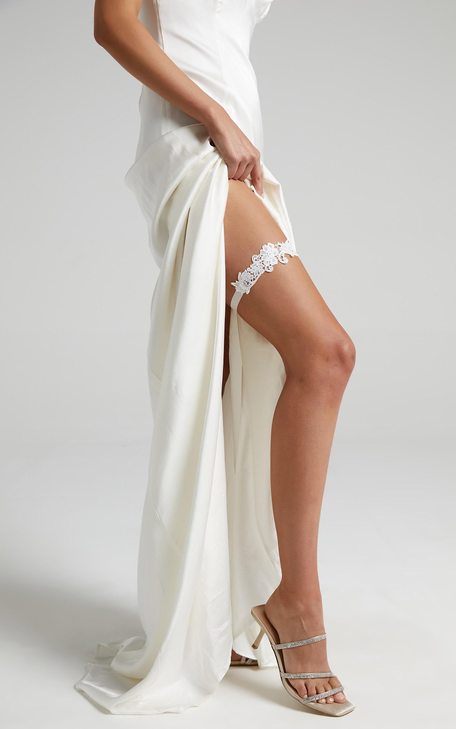 Free Falling Garter in White, , hi-res image number null