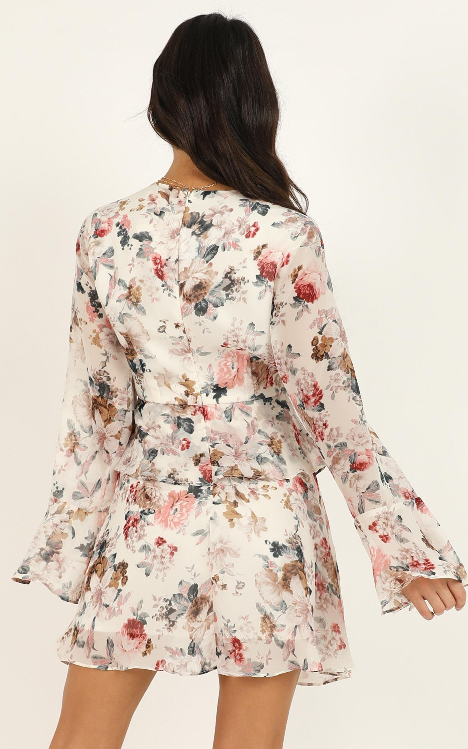 But to you its all the same dress in white floral - 20 (XXXXL), White, hi-res image number null