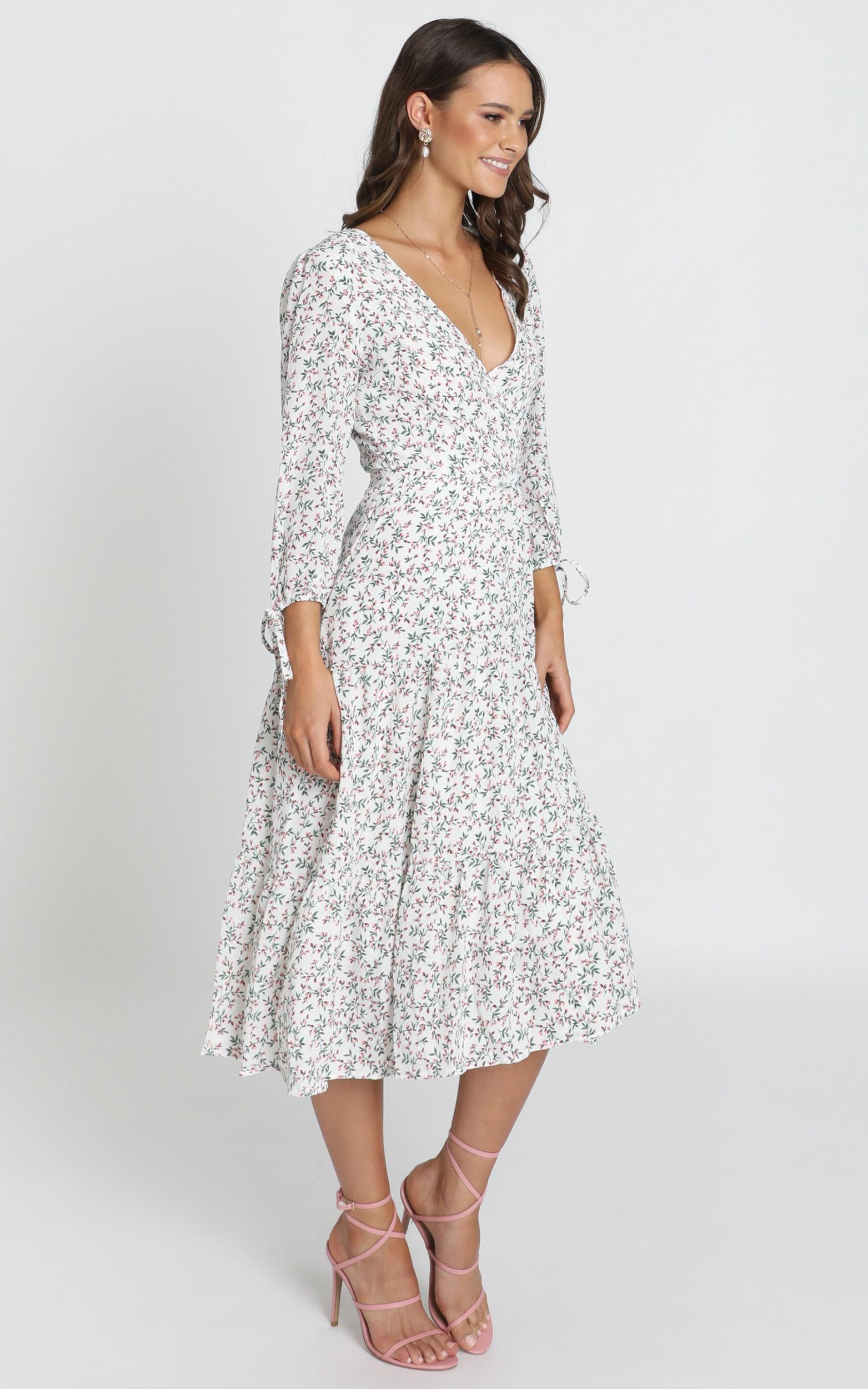 Pelia V-Neck Midi Dress in white floral - 12 (L), White, hi-res image number null