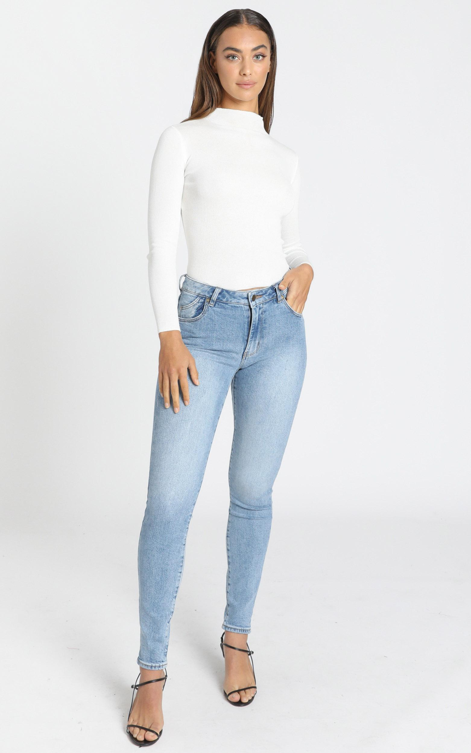 Rollas - Westcoast Ankle Jeans in camille blue organic - 6 (XS), Blue, hi-res image number null