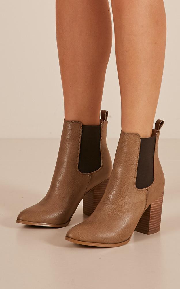 Billini - Jaida Boots in dark taupe tumble - 10, Taupe, hi-res image number null