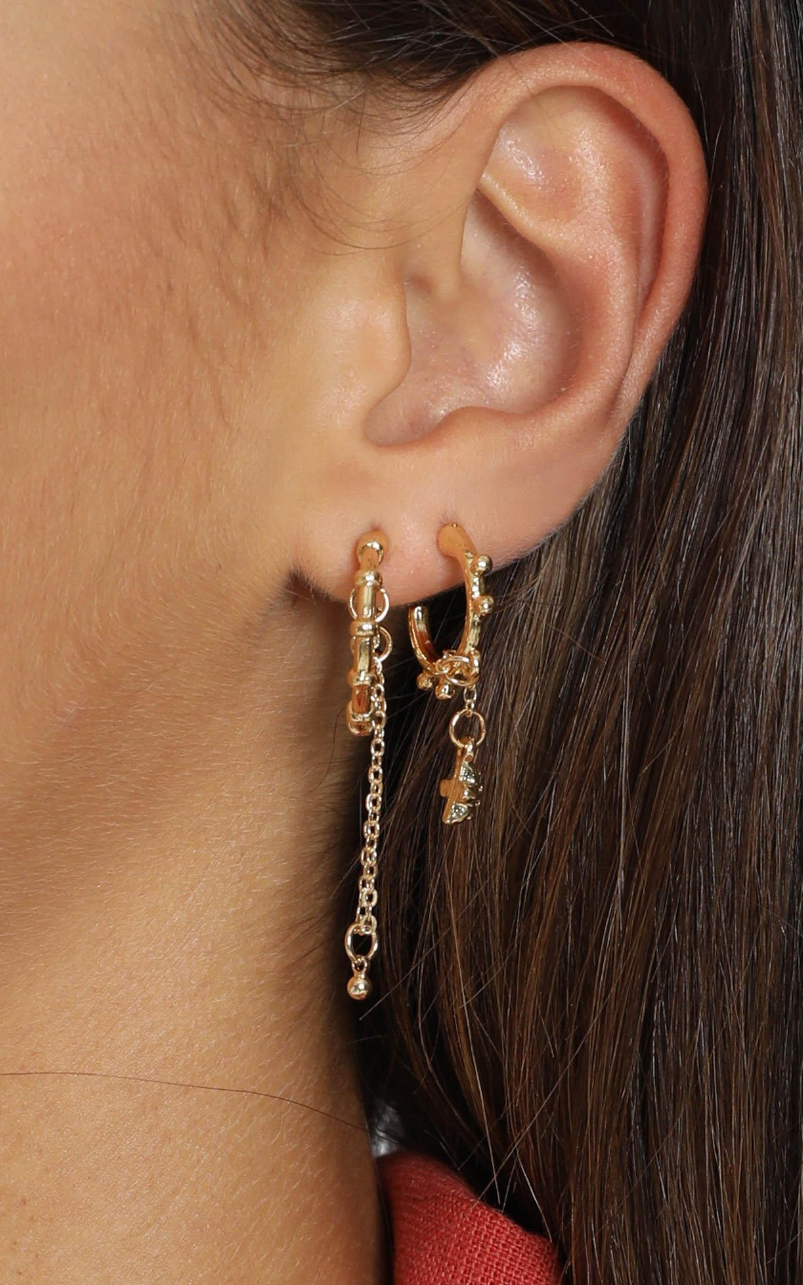 Minc Collections - Cowrie Hoop Earrings Set In Gold, , hi-res image number null